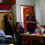 ...sous le regard amusé et admiratif des équipes, Anne-Lise leur responsable au centre.