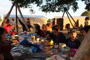 Vis mon camp EEdF - EEUdF : la table commune sous le chêne